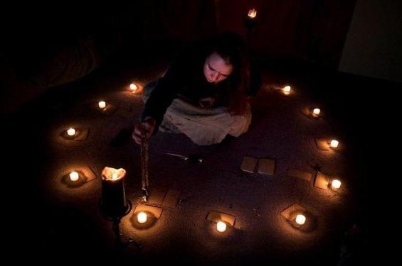 С помощью свечей