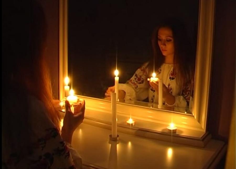 Ворожба с зеркалом и свечой