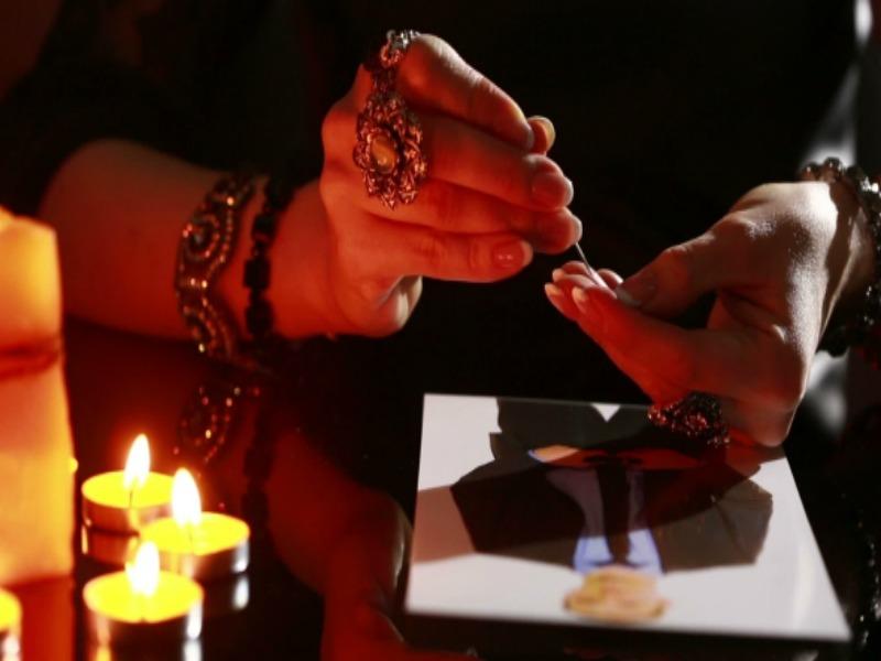 Как действует приворот на женщину, которая проводит ритуал
