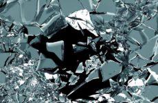 Разбилось зеркало — к чему и что делать, толкование приметы