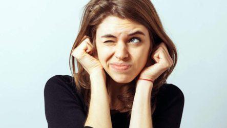 К чему горит левое и/или правое ухо — значение приметы для девушек и мужчин
